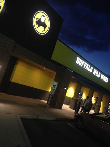 View from outside of the main entrance to the Buffalo Wild Wings in Woodbridge, open Mon-Thurs: 11AM to 1AM Fri-Sat: 11AM to 2AM Sun: 11AM to 12AM