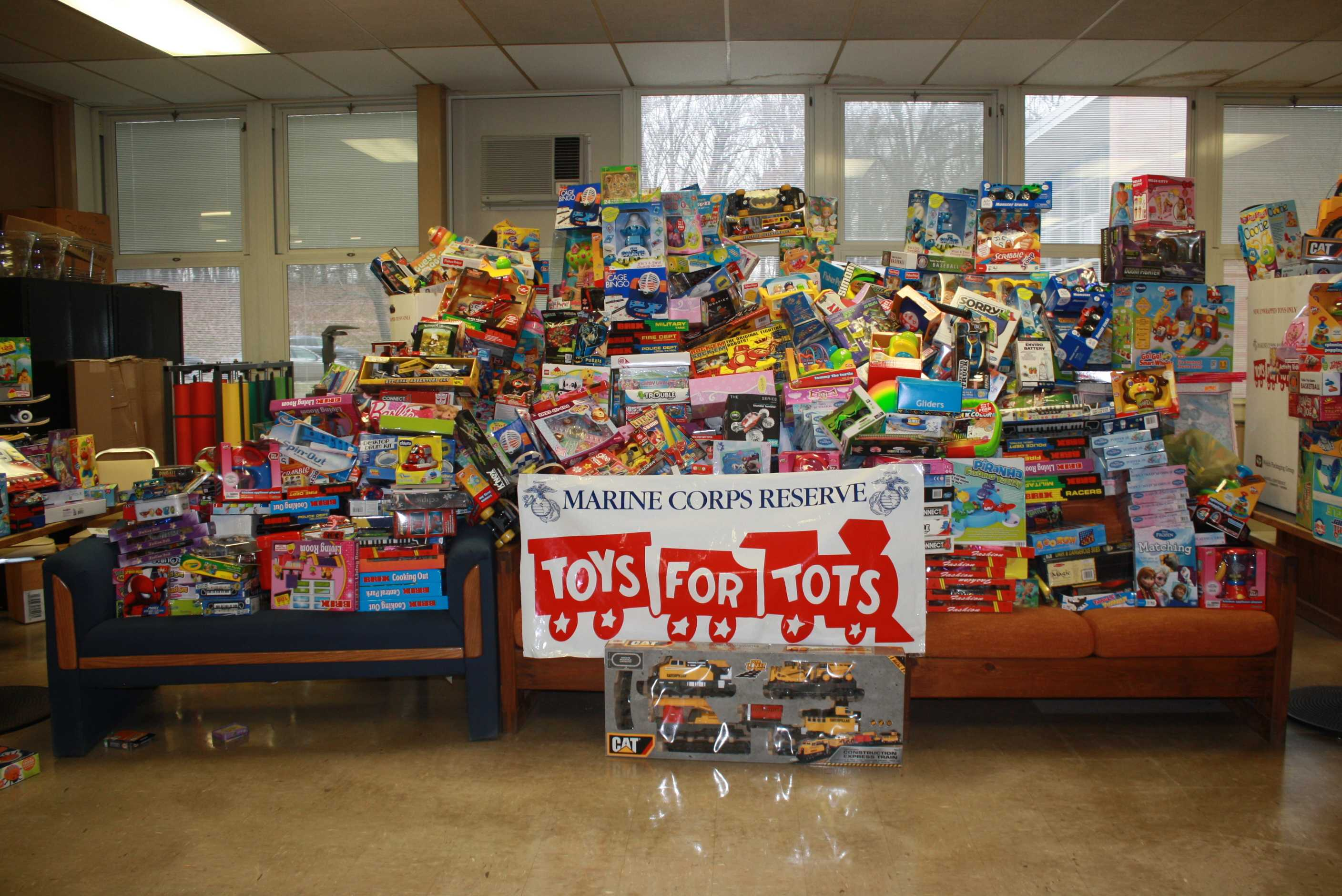 Colonia collects toys for the less fortunate The Declaration