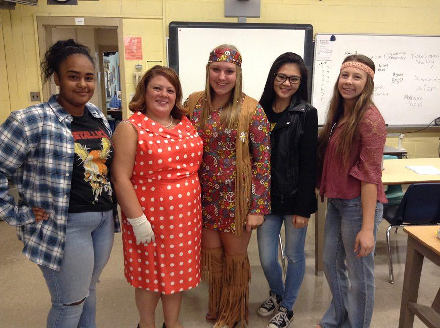 Dressed for for throwback Thursday, Journalism students Sarah Soos, Mia Banks, Christine Silvana and Frankie Brock pose with Journalism teacher Mrs. Allen