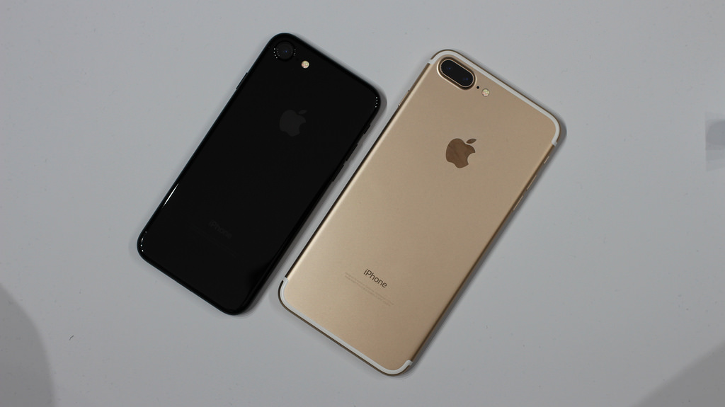 Showing off the new jet-black color and dual camera system, the iPhone 7 (left) and iPhone 7 Plus (right) serve to intrigue loyal Apple customers.