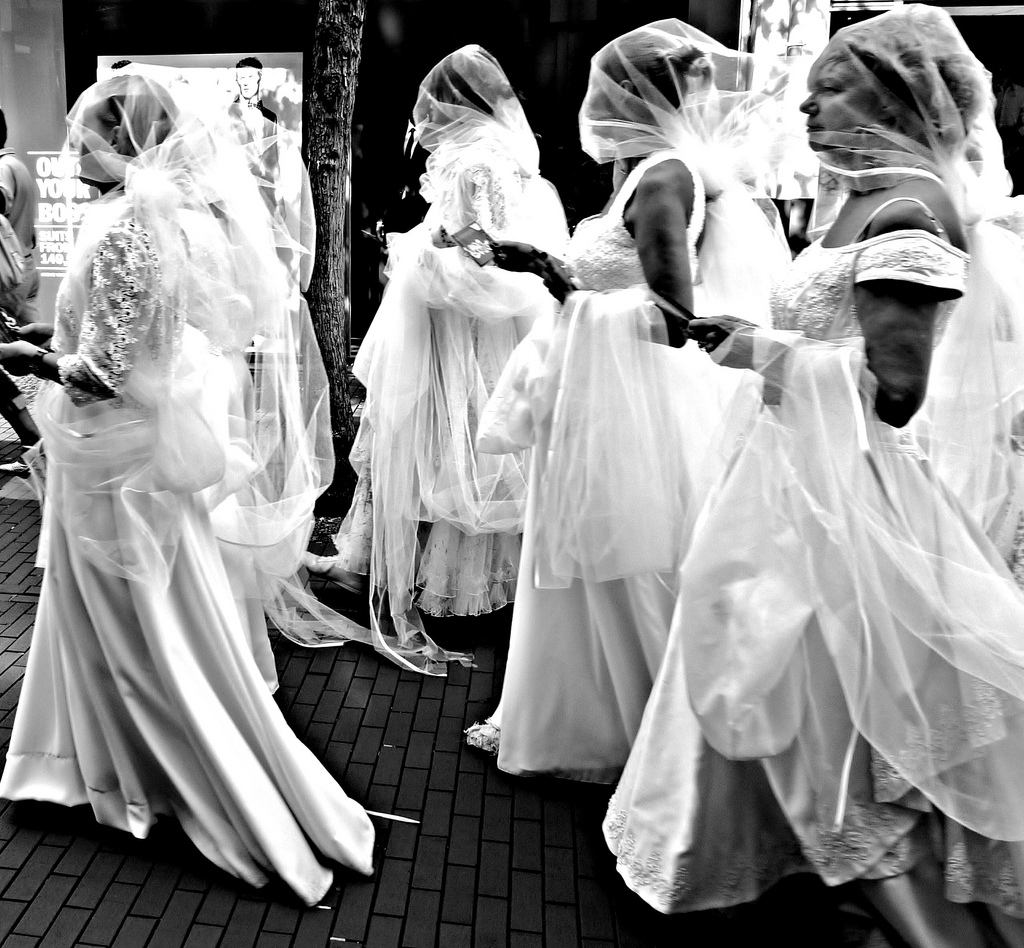 Brides wearing diaphanous veils.