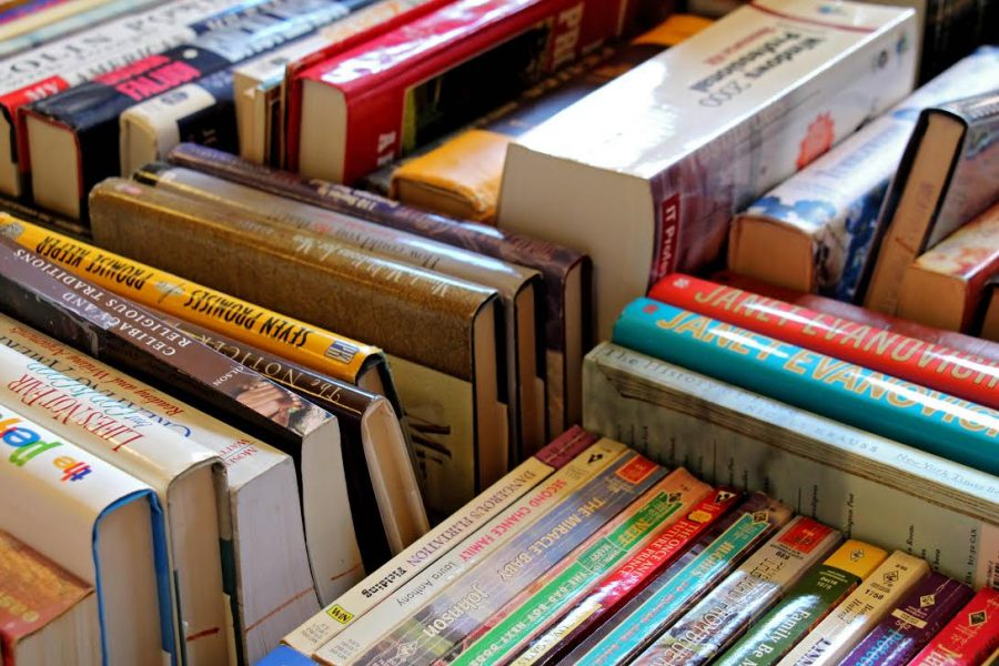 Cheap+books+await+purchase