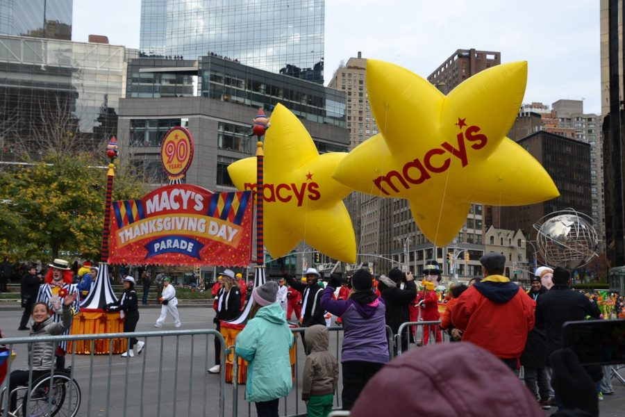 The+Macy%27s+Thanksgiving+Parade+is+a+tradition+every+year+and+broadcasted+every+Thankgiving+morning+around+the+United+States.