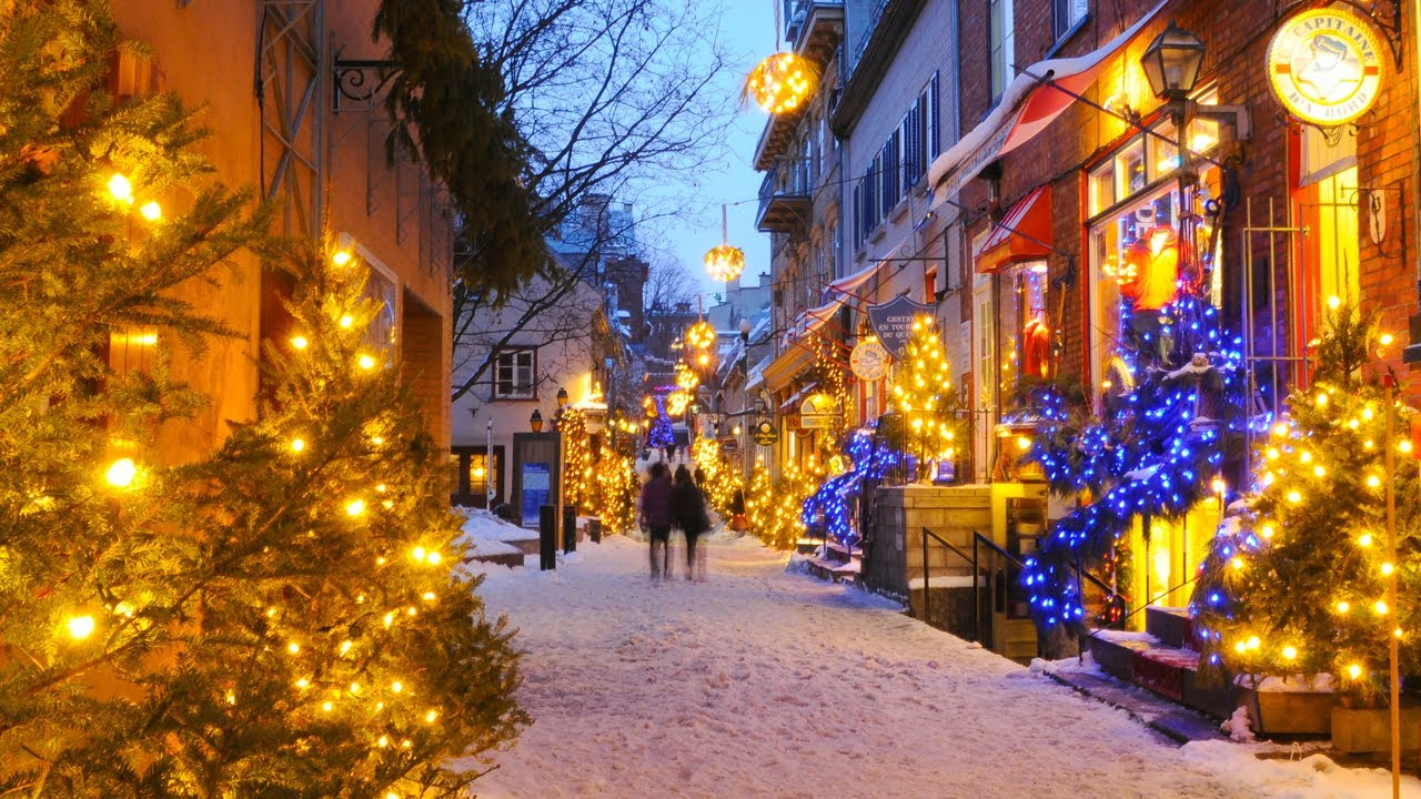 Just a classic Christmas day in Old City Quebec...