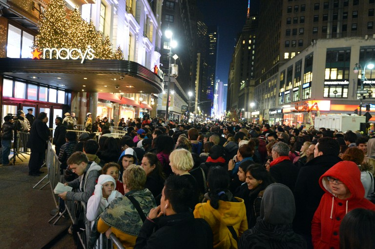 Seen+here+is+a+very+crowded+Macy%27s+on+Black+Friday%2C+with+huge+lines+before+the+doors+even+open.