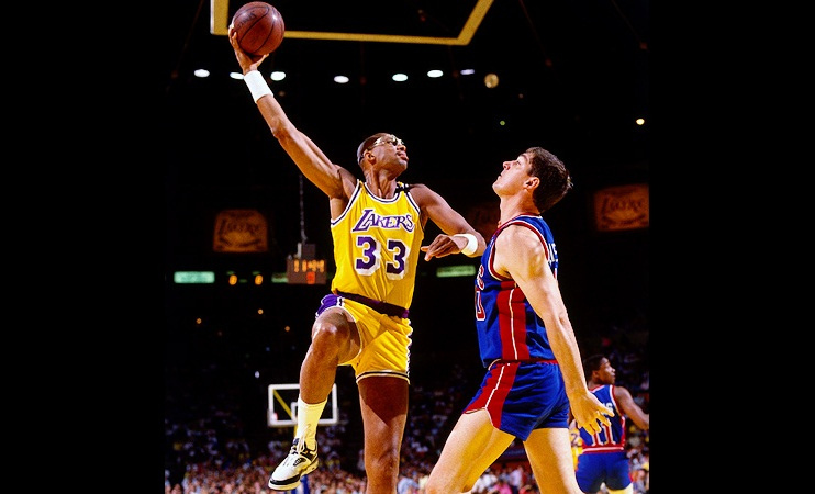 Seen here is lakers and NBA legend Kareem Abdul-Jabbar (#33) shooting over a defender.