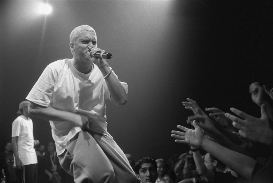 Eminem+is+a+popular+rapper+who+rose+in+the+early+2000%27s.