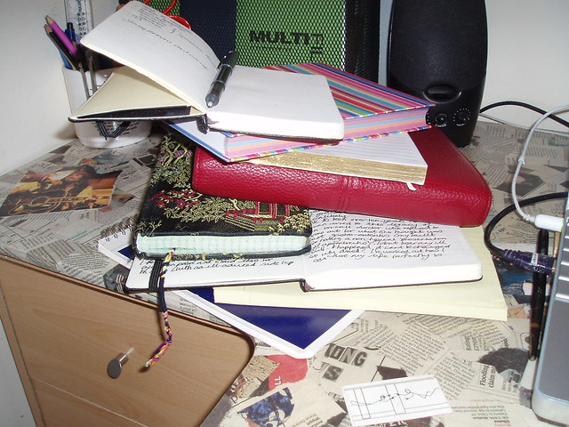 Slipshod means to be very unorganized.