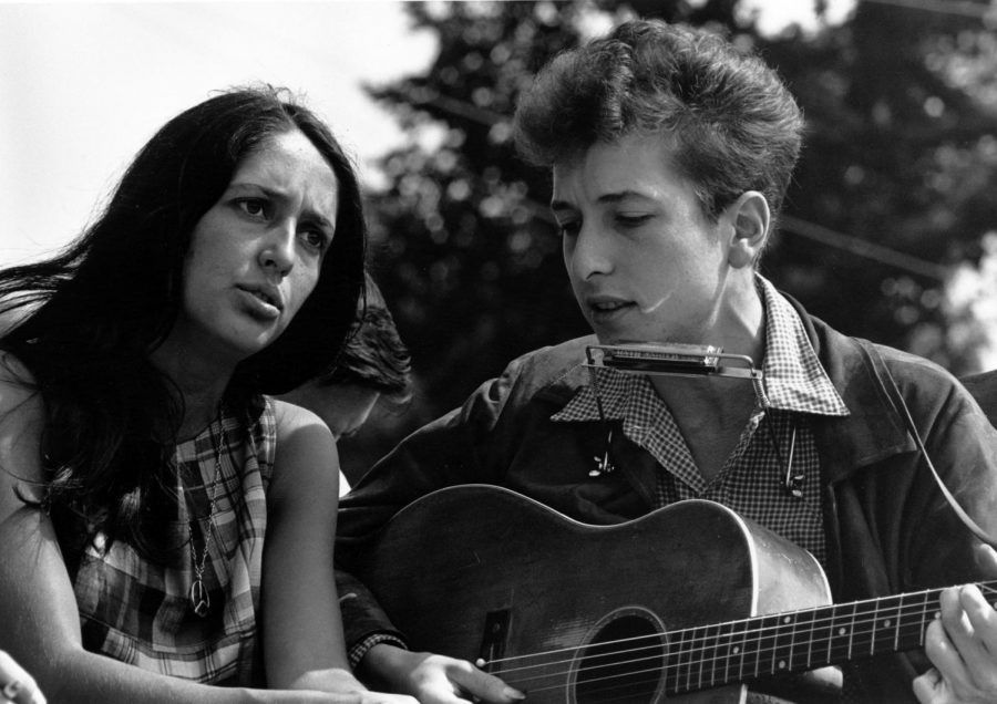 Singing and playing guitar, Bob Dylan performs a song from his album Blonde on Blonde.