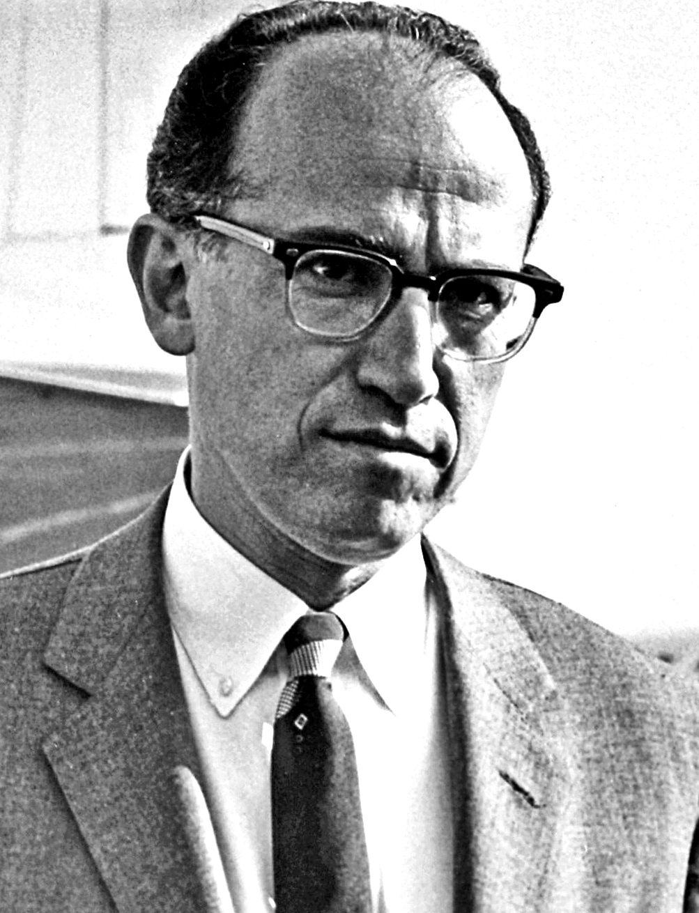 Dr Jones Edward Salk, creator of Salk polio vaccine, at Copenhagen Airport. During four days stay in Kastrup airport CPH, Copenhagen Dr. Salk paid several visits to the Serum Institute, which was first one outside USA which created a polio vaccine. Dr. Salk also addressed the local Biological Society, 1959-05-28.