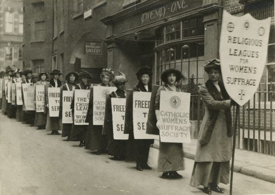 Building+up+to+the+ratification+of+the+19th+Amendment%2C+women+in+the+US+fought+for+about+one+hundred+years+for+the+right+to+vote.